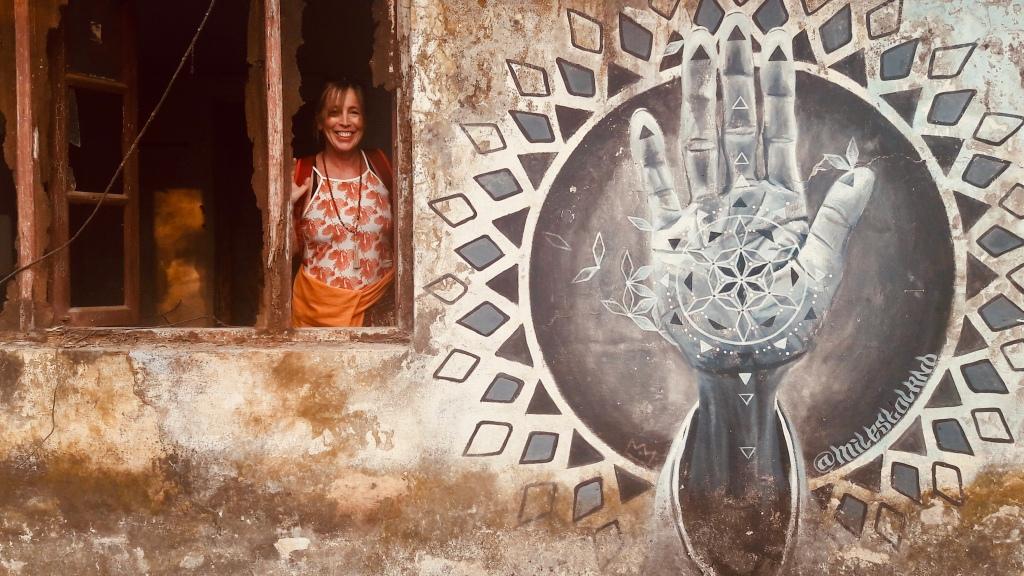 Weltbürgerin Nina Weber lebt eine liebevolle Haltung zur Welt u gibt diese in Yoga-Kursen und Ayurveda-Beratung weiter